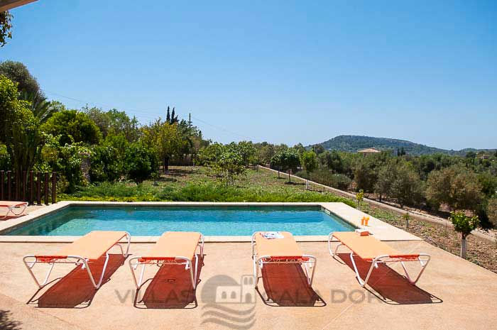 Holiday country house with pool for rent. Majorca