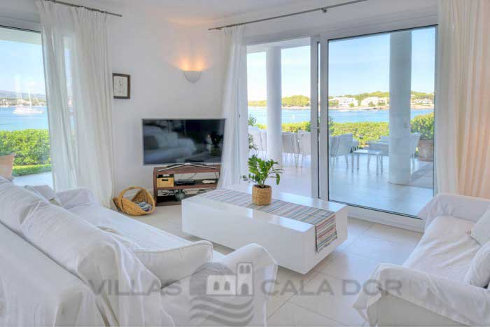 Seafront villa to rent in Mallorca, 10 people Portocolom