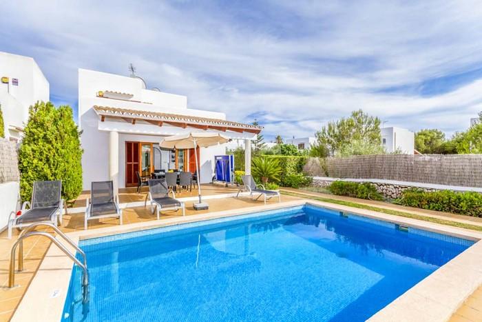 Holiday villa to rent pi verd in cala d 39 or majorca for Can roca manacor