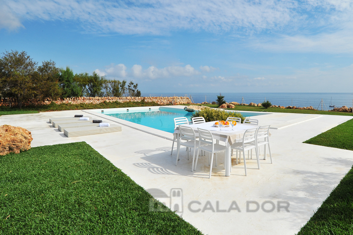 Seafront Holiday villa for rent with pool in Mallorca