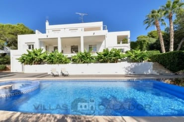 4 bedroom villa Arran de mar, to rent in Cala D'Or centre, Mallorca