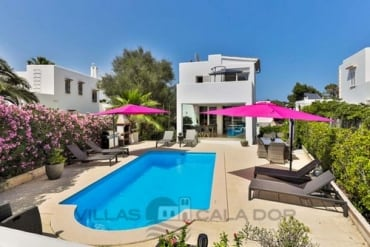 4 bedroom villa Lumi Oleanda, to rent in Cala D'Or centre, Mallorca
