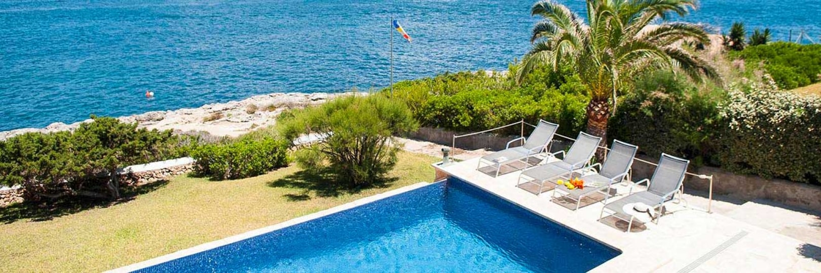 Seafront holiday villa in Majorca for rent - Villa Nins